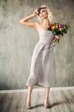 Retrato da beleza do verão de Woman modelo louro bonito Foto de Stock Royalty Free