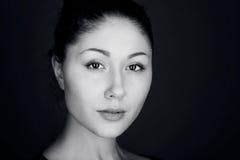 Retrato da beleza Mistério nos olhos Fotos de Stock Royalty Free