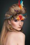 Retrato da beleza nas penas Imagem de Stock Royalty Free