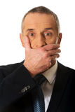 Retrato da boca da coberta do homem de negócios Imagens de Stock Royalty Free