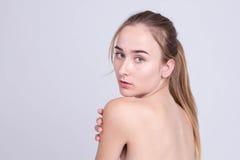Retrato da cara da mulher da beleza Modelo bonito da mulher dos termas com perfe foto de stock royalty free