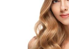 Retrato da cara da mulher da beleza Menina bonita do modelo dos termas com pele limpa fresca perfeita fotografia de stock