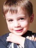 Retrato da criança da criança de 4 anos ao sorrir Foto de Stock
