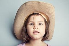 Retrato da criança no chapéu de vaqueiro fotografia de stock royalty free