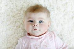 Retrato da criança recém-nascida adorável bonito do bebê Fotos de Stock
