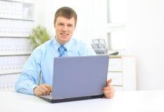 Retrato da dactilografia ocupada do gerente Imagem de Stock