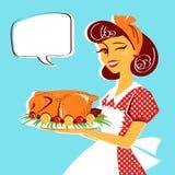 Retrato da dona de casa e galinha roasted na placa Fotografia de Stock Royalty Free