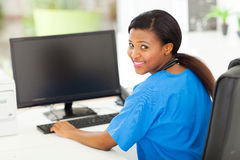 Enfermeira fêmea africana Fotos de Stock