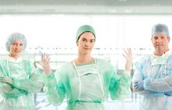 Retrato da equipe do cirurgião Fotos de Stock Royalty Free