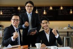 Retrato da equipe do homem de negócios do sorriso Imagem de Stock Royalty Free