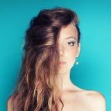 Retrato da fêmea dos azuis celestes Imagens de Stock Royalty Free
