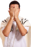 Retrato da face de fechamento do homem judaico com suas mãos Imagem de Stock Royalty Free