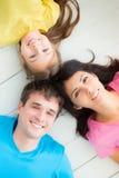 Retrato da família feliz imagem de stock