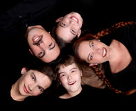 Retrato da família feliz com 5 membros imagens de stock royalty free