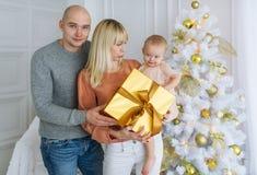 Retrato da família feliz no dia de Natal Fotografia de Stock