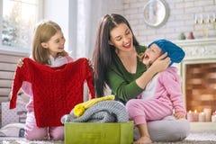 Retrato da família loving feliz imagem de stock