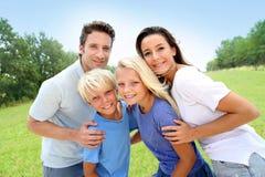 Retrato da família no campo Fotografia de Stock Royalty Free