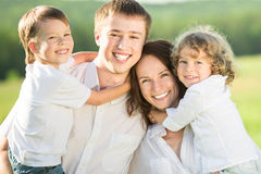 Retrato da família fora Imagens de Stock Royalty Free