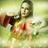 Retrato da fantasia da forma da mulher mágica Imagem de Stock