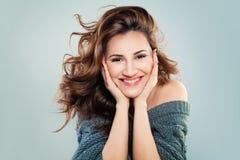 Retrato da forma da menina bonita feliz imagens de stock royalty free