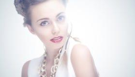 Retrato da forma da mulher na luz azul isolada Imagens de Stock Royalty Free