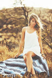 Retrato da forma da mulher nova bonita imagens de stock royalty free