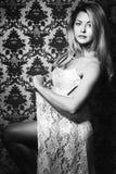 Retrato da forma do estúdio da jovem mulher. Imagem de Stock Royalty Free