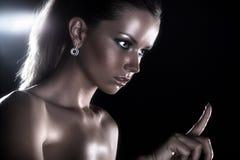 Retrato da forma do estúdio da mulher nova Imagem de Stock Royalty Free