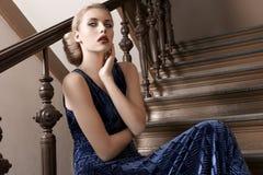 Retrato da forma do estilo velho de um blonde bonito Fotografia de Stock Royalty Free