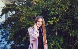 Retrato da forma da menina de sorriso imagem de stock