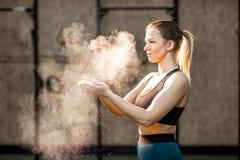 Retrato da ginasta da mulher foto de stock