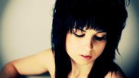 Retrato da jovem mulher video estoque