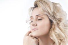 Retrato da jovem mulher bonita com toque limpo, fresco h da pele fotos de stock