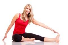Retrato da jovem mulher bonita que faz o exercício Fotografia de Stock