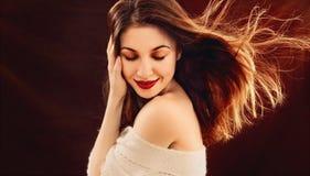 Retrato da jovem mulher bonita sensual que enjoing com paixão imagem de stock royalty free