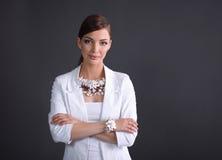 Retrato da jovem mulher com grânulos, isolado sobre imagem de stock royalty free