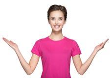 Retrato da jovem mulher com mãos acima Fotografia de Stock
