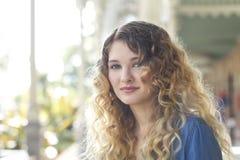 Retrato da jovem mulher de Beautifu Imagens de Stock