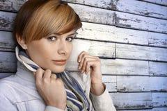 Retrato da jovem mulher de congelação Fotografia de Stock