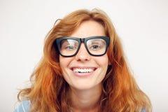 Retrato da jovem mulher engraçada feliz Fotos de Stock Royalty Free