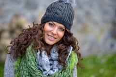 Retrato da jovem mulher exterior no outono Fotografia de Stock