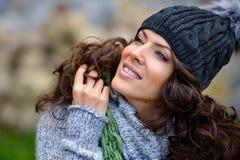 Retrato da jovem mulher exterior no outono Imagens de Stock Royalty Free