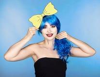 Retrato da jovem mulher no estilo cômico da composição do pop art Wi da menina Fotografia de Stock