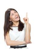 Retrato da jovem mulher que aponta o dedo da mão no canto Fotos de Stock Royalty Free