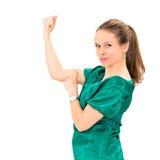 Retrato da jovem mulher que dobra seu bíceps Imagens de Stock Royalty Free