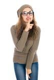 Retrato da jovem mulher que mantém o dedo em seus bordos e que pergunta a Imagem de Stock