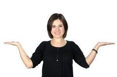 Retrato da jovem mulher que mostra seu produto Fotos de Stock
