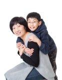 Retrato da mãe e do filho asiáticos na pose jovial imagem de stock royalty free