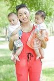 Retrato da mãe e dos bebês Fotos de Stock Royalty Free