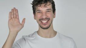 Retrato da mão de ondulação do homem ocasional novo a dar boas-vindas vídeos de arquivo